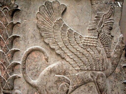 En la mitología mesopotámica, un Lammasu, Lamassu, Lamasu o Shedu (en lengua acadia lamassu (femenino) o šêdu (masculino); en lengua hebrea שד, šed; en cuneiforme AN.KAL; en sumerio dlamma; en acadio Kuribu; en babilonio-asirio Karabu) es una divinidad protectora, un ser híbrido legendario, principalmente de la mitología asiria, que posee cuerpo de toro o león, alas de águila y cabeza de hombre.