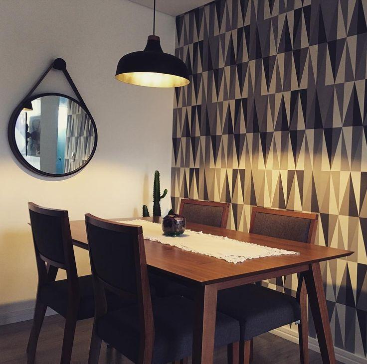Estamos apaixonados pela sala de jantar da @106_storyhome! Com o acabamento nozes, essa mesa de jantar de madeira fica perfeita quando combinada com tons neutros e coloridos e pode ser utilizada na sala de jantar, na cozinha, no espaço gourmet e até mesmo na churrasqueira.