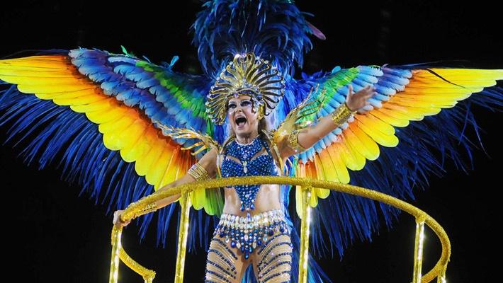 30 de poze pline de culoare de la Carnavalul din Rio 2012.  Vezi mai multe poze pe www.ghiduri-turistice.info  Source : www.flickr.com/photos/sergiohsg/6785776630