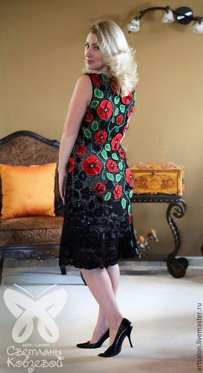 Купить или заказать Платье с маками-2 в интернет-магазине на Ярмарке Мастеров. Цветущий мак небывалой красоты символизирует неувядаемую молодость и женское очарование.Вот и это платье завораживает и притягивает взгляд своей смелостью и неординарностью. Платье выполнено из х/б ниток методом ирландскогго вязания. Чехол телесного цвета из итальянского х/б трикотажа.
