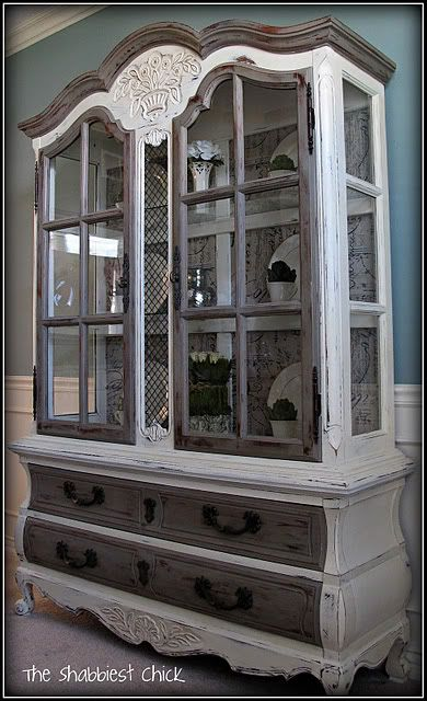 Loves that my hair stylist not only gives me a fab cut/color, but we also talk about DIY projects and last week she mentioned antiquing furniture using chalk paint - LOVE this!