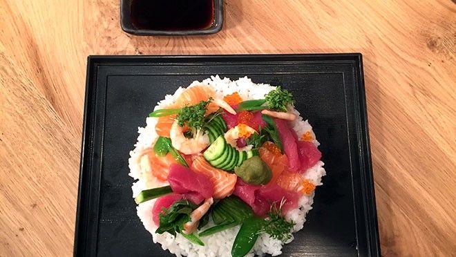 Chirashi Sushi met zalm en tonijn (Losse sushi/strooisushi met zalm en tonijn) - recept | 24Kitchen