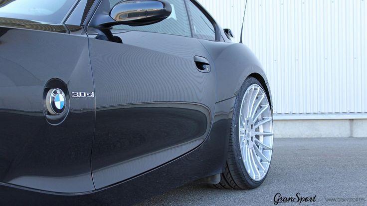 """Choć ma już swoje lata """"na karku"""", nadal może wyglądać obłędnie  B    Wystarczy garść dodatków Hamann Motorsport - takich jak nowy przedni zderzak, tylny spoiler czy zestaw felg Anniversary EVO i BMW Z4 wygląda świeżo i przede wszystkim - niezwykle sportowo oraz atrakcyjnie!    Oficjalny Dealer Hamann Motorsport w Polsce GranSport - Luxury Tuning & Concierge http://gransport.pl/index.php/hamann.html"""