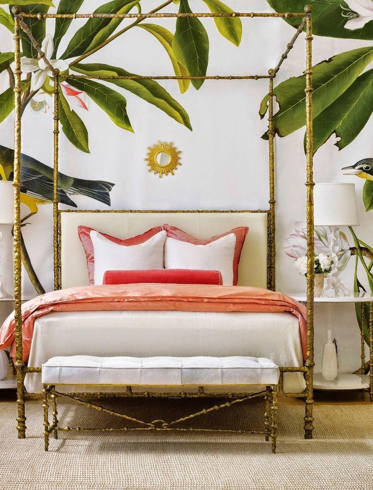 Tropische Tapeten mit Palmwedeln sind perfekt für dein Schlafzimmer.