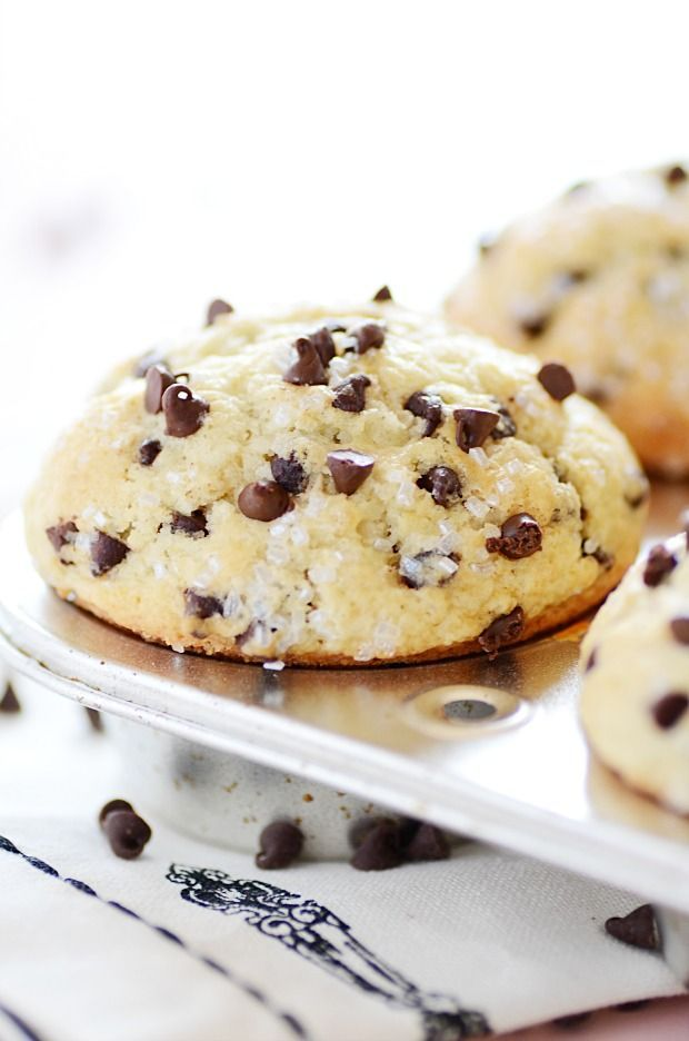 Bakery Style Chocolate Chip Muffins http://www.somethingswanky.com/bakery-style-chocolate-chip-muffins/?utm_campaign=coschedule&utm_source=pinterest&utm_medium=Something%20Swanky&utm_content=Bakery%20Style%20Chocolate%20Chip%20Muffins
