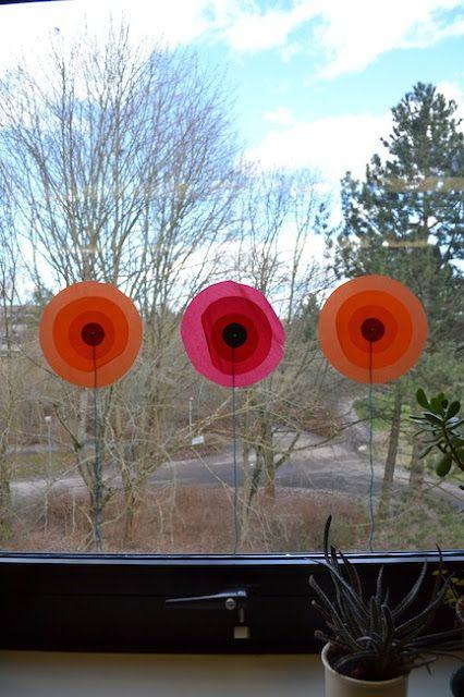 Fadenspiel und Fingerwerk: Blumen an die Fenster