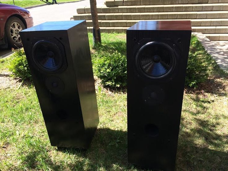 Enceintes de type colonne Pierre Etienne Leongood conditionno mods(grills show sign of wear)local pick-up in Quebec city only7/10 cosmeticallyselling for 500 euros in France at the moment used