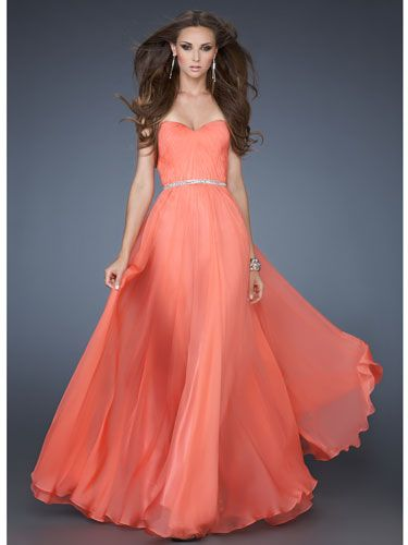 Long, Flowy Salmon Dress With Thin, Jeweled Belt And Sweetheart Neckline    A basic flowy dress is perfect for those who want to rock the night away without feeling the bulkiness that comes with wearing a ballgown dress but still maintaining the puffy a-line skirt.
