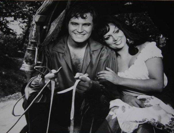 """"""" Ateşli Çingene """" (1969) Yönetmen :Metin Erksan Türkan Şoray :(Gelincik) Ediz Huz : (Derbeder Ali)"""