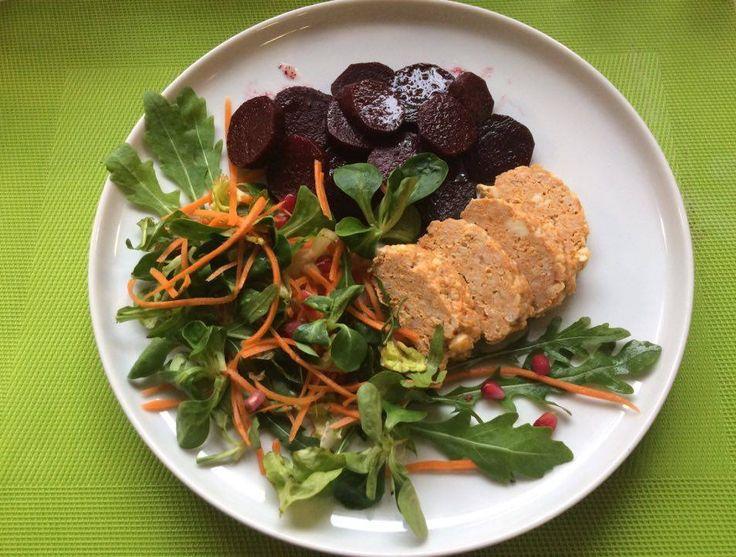 Zacskóban sült cékla, túrós pulykafasírozott , friss salátával