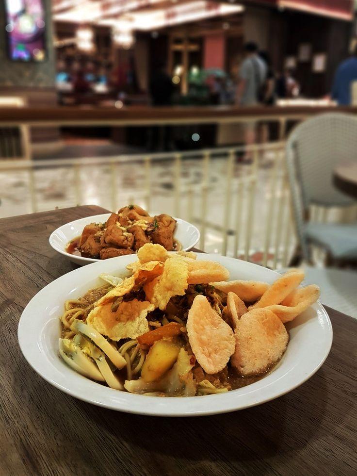 """Mie Tek Tek"", Kafe Betawi, Jakarta"