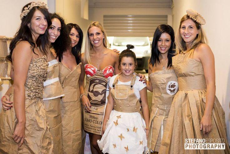 Modelle e vestiti silata Pane&Moda organizzata da Clo'eT design per panificio Rota Biasetti. #carta #farina #pane #stiliste #modelle #moda #trasizione #semplicità #bello #design #arte #notterosa #bergamo