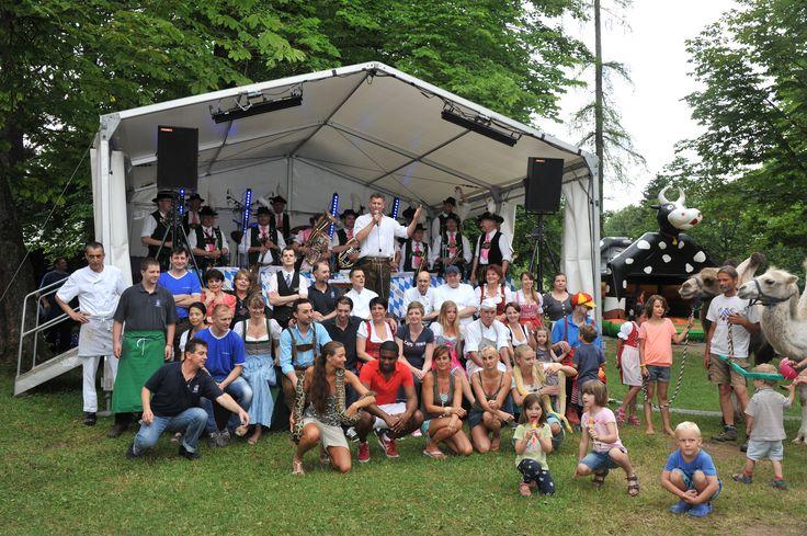 https://flic.kr/p/oqctp1 | Das gut gelaunte Team vom Waldgasthof Buchenhain beim #Waldfest im #Biergarten in #München Süd