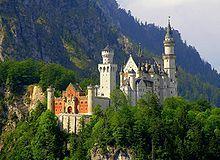 Slot Neuschwanstein ligt in Duitsland in Füssen werd gebouwd in de 19e eeuw Lodewijk de ll woonde er