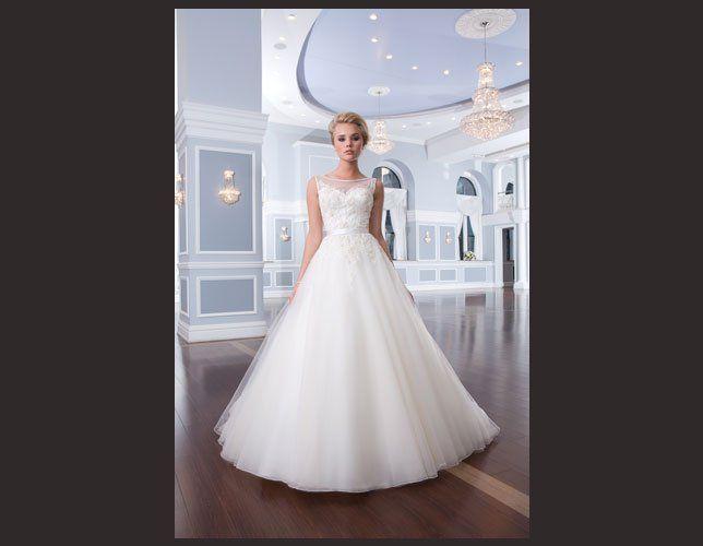 Robe de mariée princesse Lillian West 2014