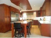 Chez ARMOIRE EN BOIS Venez choisir vos armoires de cuisine parmi notre sélection entrepôt.  De magnifiques armoires de cuisine de BOIS 100% portes et caissons, que du haute gamme à prix entrepôt!  A partir de 5999$ cuisine en ''L'' 12X12 prêt a assembler ou encore service d'installation qualifié disponible.  Une aubaine à profiter pour bricoleurs, chercheurs d'aubaines, informez-vous au 450-324-1001 sans frais 1-855-EN BOITE  visitez 661 rue de l'Industrie, Beloeil, près de l'autoroute 20