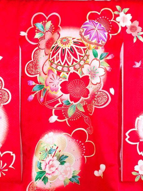 【お宮参り・産着5点フルセット】赤地に鞠と桜の祝い着/女児《赤ちゃんの宮参りに》鮮やかな色遣いが特徴的な初着/レッド