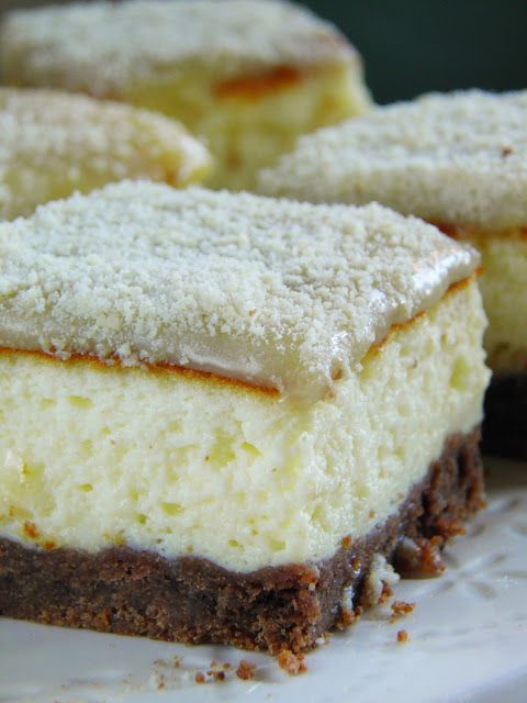 Sio-smutki: Sernik z jogurtów greckich z polewą migdałową