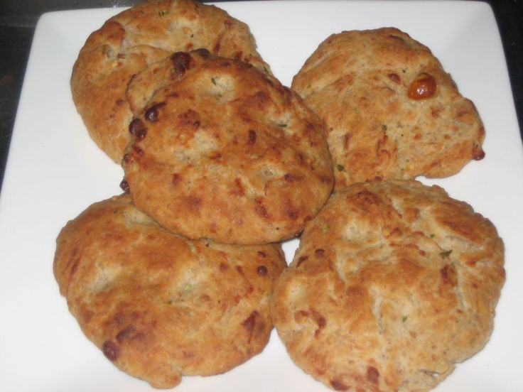Valkosipuli-Juustoleipäset