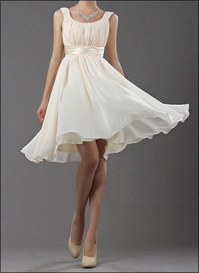Kurzes Brautkleid über den Schultern