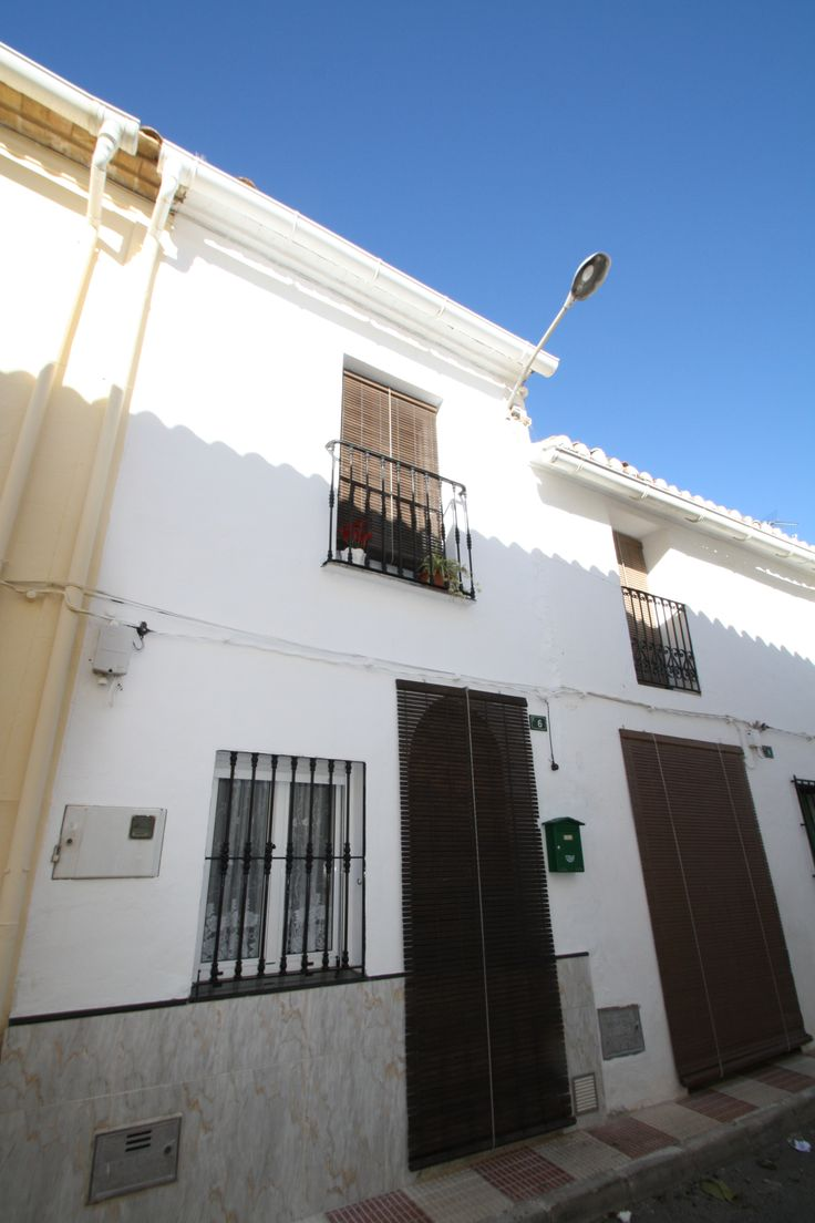 http://www.montesinosestate.com/en/property/K0038 Montesinos Falon Real Estate offer you this townhouse situated in Senija, Costa Blanca. Senija is a romantic countryside with a short drive to supermarkets and the beaches of Benissa and Moraira. Outstanding value and dramatically reduced for a quick sale!!Set within the lovely town of Senija. The property has been fully refurbished and offers a modern quality kitchen with appliances, air conditioning and many extras included in the price.