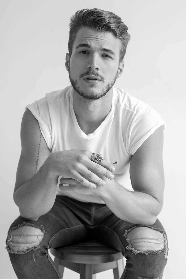 Male Fashion Trends: Alex Trevelin posa para Thiago Martini en una entrega más de Brazilian Male Model