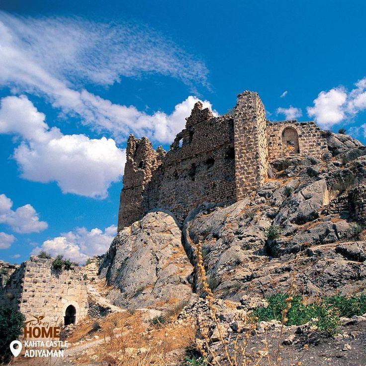 Велична фортеця Кяхти гордо височіє над долиною.