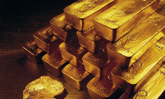 Investors send price of gold to one-year high as global stock markets slump | Daily Mail Online