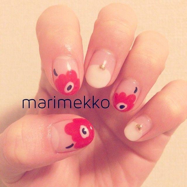 「マリメッコ柄ネイルで清楚大人女子に変身♡指先おしゃれを楽しむ!」に含まれるinstagramの画像|MERY [メリー]