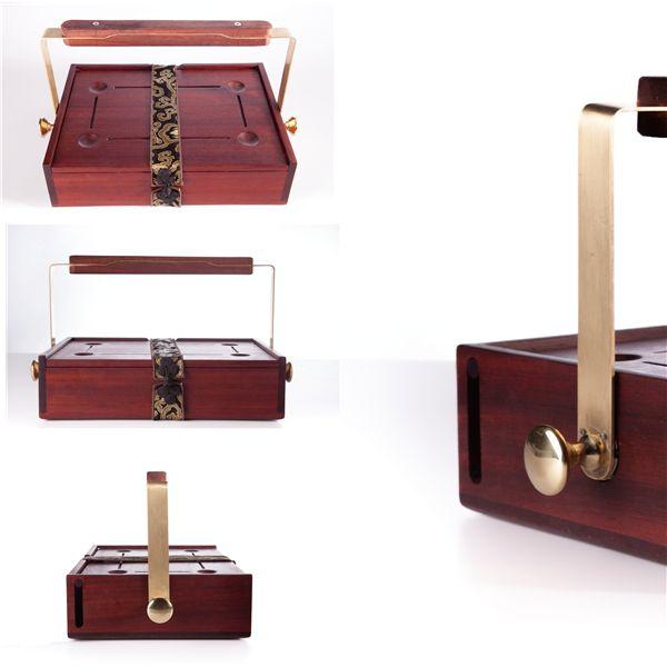 餐盒这种东西家家必备,市场上各种各样的餐盒数不胜数,但说到独特与赏心悦目,还是看看这款来自南京的旅行餐盒,设计师何俊成将民国风引入了这款设计中。