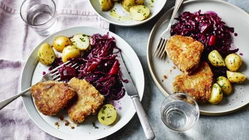 Little lamb chops are coated in breadcrumbs and simply fried. Serve with braised red cabbage and buttered potatoes for an easy dinner…