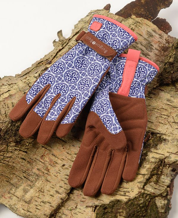 Three reasons why you need gardening gloves