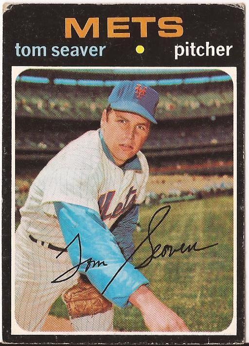 Tom Seaver New York Mets Baseball 1971 Topps Card on the field posing with glove in hand #Topps #Baseballcard #Baseball