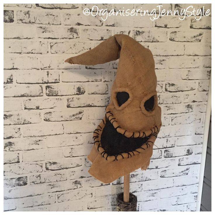 DIY halloween decor. I use this as a head for anything when I decorate for Halloween.  Made by OrganiseringJennyStyle, check out @OrganseringJennyStyle at instragram