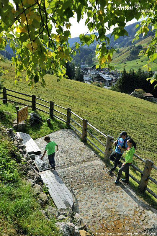 Entlang der Wanderwege von St. Anton am Arlberg laden Genussplätze zu einer kleinen Rast mit herrlichem Blick ein. Tirol | Austria