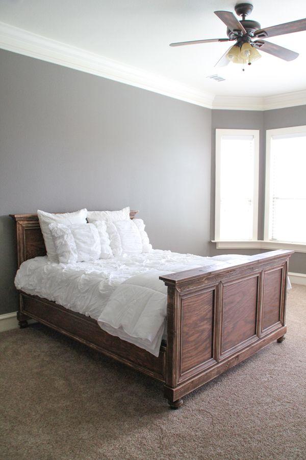 Estructura de cama DIY Hecho de madera contrachapada y Moldeo
