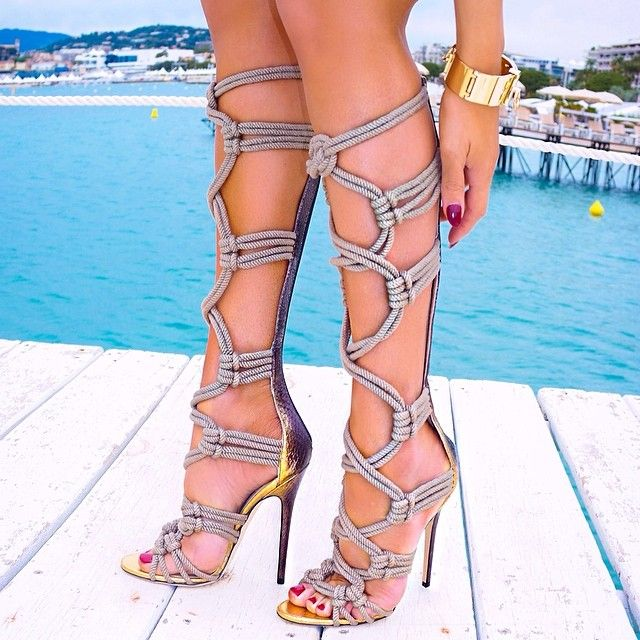 girlforpittsburgh:  lilmisssblueeyes:  chanel-and-louboutins:  ✝  my god my shoe loving ladies … advanced bdsm rope work shoes!!!  (via Tumb...
