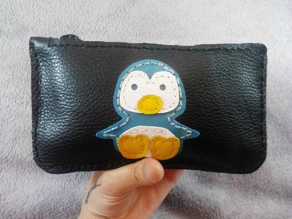 monedero negro cuero pingüino cosido a mano por JYNleather en Etsy