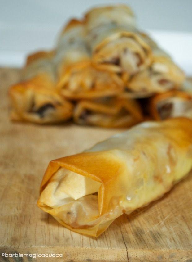 Involtini croccanti ripieni di radicchio, mele e speck - finger food