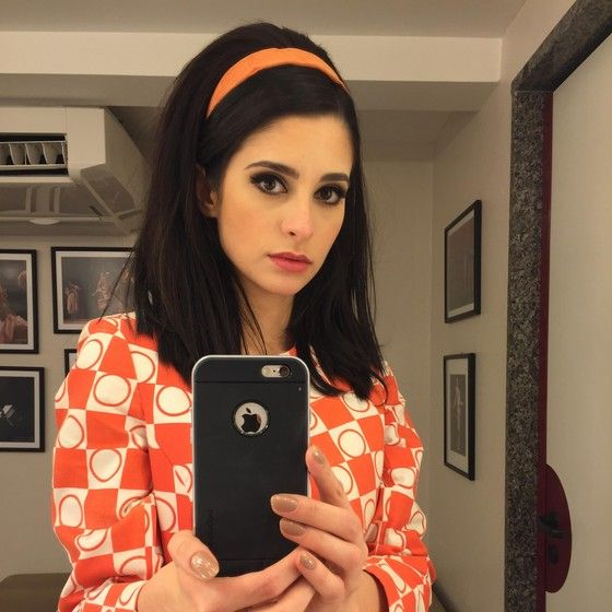 """Anna Sophia brinca de fazer selfie no camarim: """"As pessoas vão ver um lado da Vera desconhecido"""" (Foto: Divulgação)"""