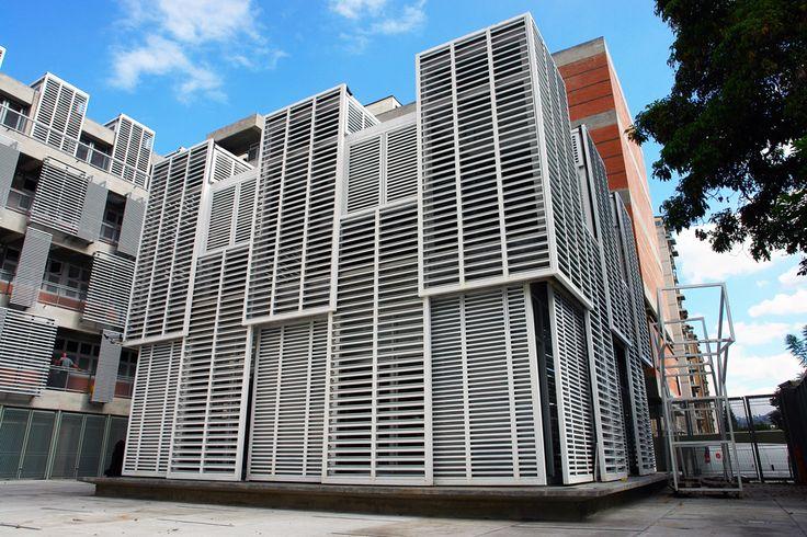 Escuela Municipal Carlos Soublette y Ambulatorio Bello Campo / ma+ micucci + arquitectos asociados