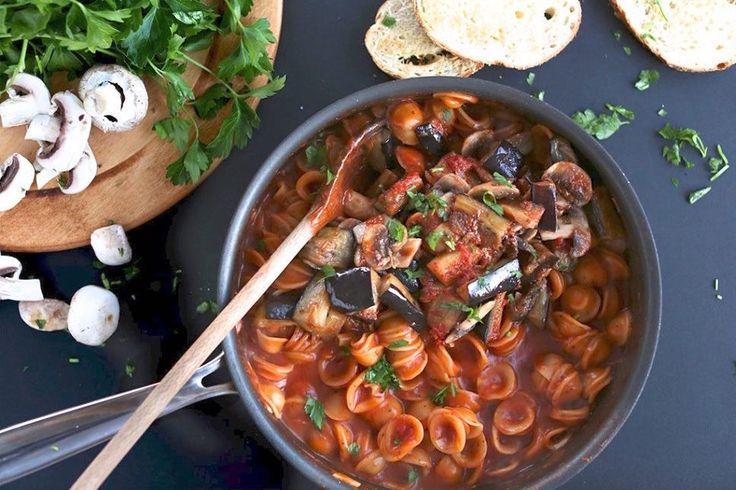 Yum! 15 vegetarische pasta's die je in één pan kunt maken