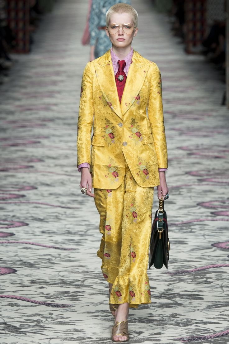 http://www.vogue.com/fashion-shows/spring-2016-ready-to-wear/gucci/slideshow/collection