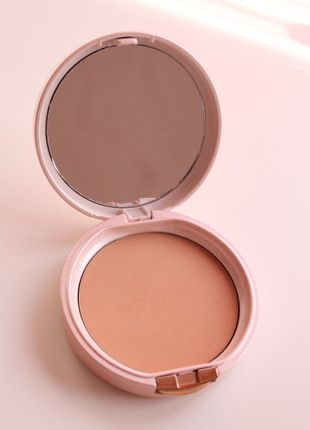 Kupuj mé předměty na #vinted http://www.vinted.cz/kosmetika-a-prislusenstvi/dekorativni-kosmetika-kosmetika/7304713-tuhy-pletovy-pudr-matte-powder-s-nepouzitou-labutenkou