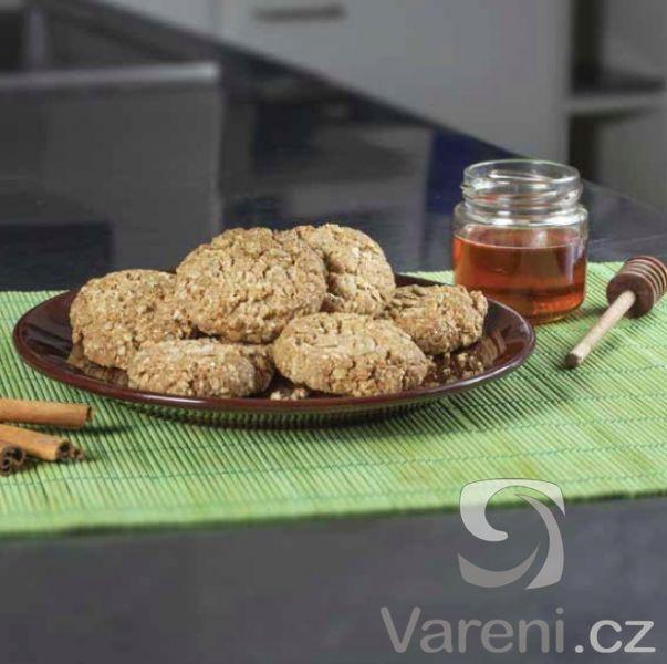 Rychlý recept na křehké sušenky s příchutí medu a skořice.