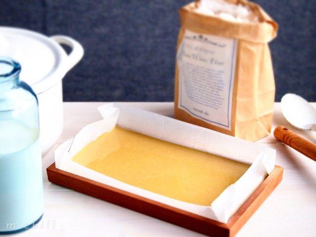 まとめて作って、冷蔵庫でストック。牛乳で伸ばして、簡単にシチューができる固形シチュー・ルウの作り方をご紹介します。ホワイ...