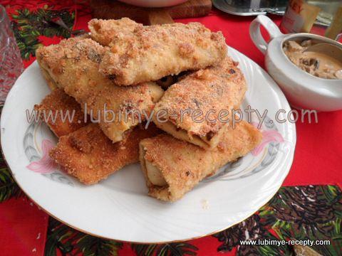 Венгерские блинчики с мясом в хрустящей панировке и под соусом по-хортобадьски