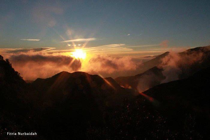 Menikmati matahari terbit gunung papandayan
