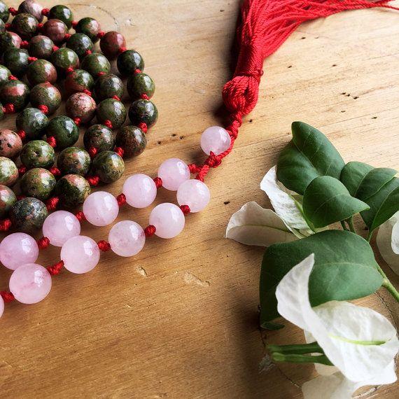 Japa Mala Unakita y Cuarzo Rosado y Borla Roja. por SombraDeColor