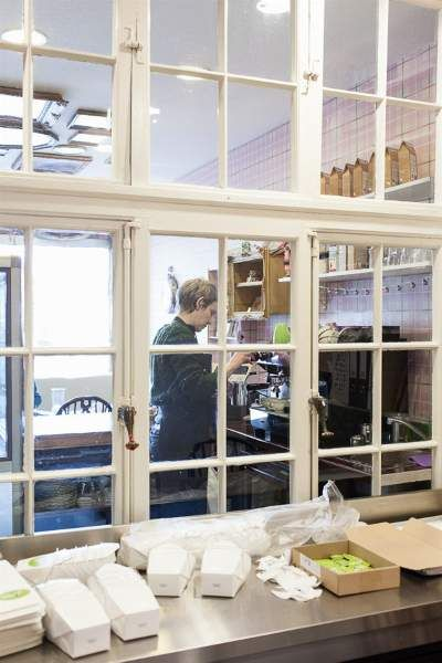 Die besten 25 sprossenfenster ideen auf pinterest t rablagen aus glas franz sische - Sprossenfenster alt ...